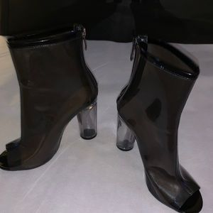 Pre Loved clear plastic ankle boots clear heel